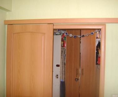 Раздвижные двери с нижним направляющим роликом